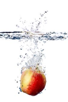 Free Apple Splash In Water Royalty Free Stock Images - 14700219