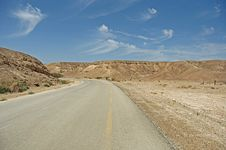 Free Road In The Desert Stock Photography - 14701352