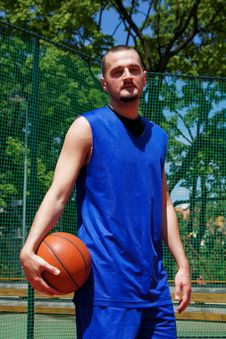 Free Basketball Player With Ball Royalty Free Stock Photography - 14702127
