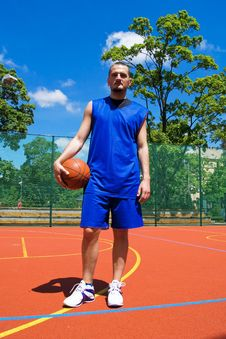 Free Young Basketball Player On The Sportground Stock Images - 14702224