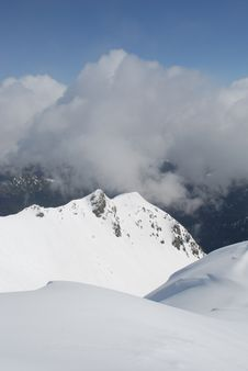 Free Mountain Winter Slope In Clouds. Stock Photography - 14702632
