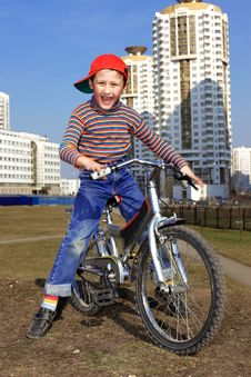 Free Boy Riding In Bicycle Stock Photo - 14704590