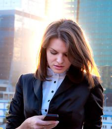 Young Business Lady Writing Sms Royalty Free Stock Photography