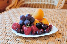 Plate With Fruit Royalty Free Stock Photography