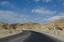 Free Desert Road Leading Towards Mounains. Royalty Free Stock Image - 14710736