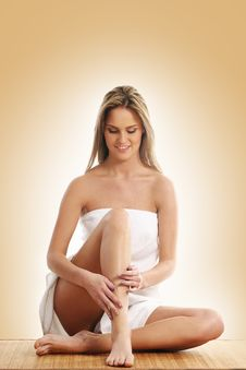 Free A Young And Beautiful Blond Is Sitting In A Towel Stock Photo - 14711440