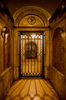 Free The Gate Of The Crypt Stock Photography - 14713392