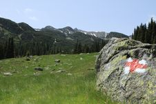 Free Sign On A Rock , Towards The Mountain Peak Stock Photo - 14719280