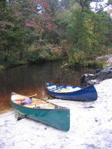 Free Canoe S On Shore Royalty Free Stock Photos - 14719868