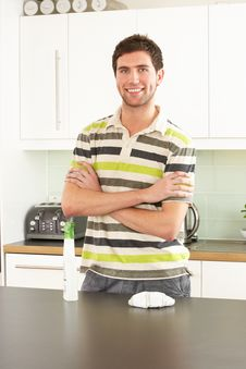 Free Young Man Cleaning Modern Kitchen Stock Photos - 14720053