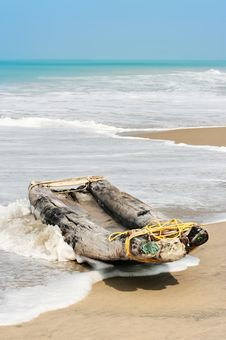 Free Boat On The Beach Royalty Free Stock Photo - 14720595