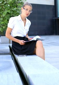 Free A Young Business Woman In Formal Clothes Stock Photography - 14739652