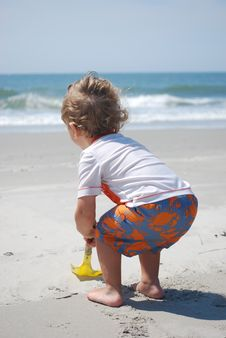 Free Toddler Boy Playing In The Sand Stock Photography - 14746652