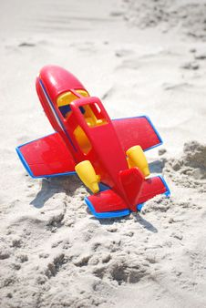 Free Toy Red Airplane Laying In The Sand Royalty Free Stock Image - 14746656