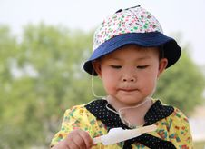Free Likes Eating The Ice Cream Little Girl Stock Photos - 14747333