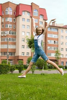 Free Girl Is Jumping Royalty Free Stock Images - 14749019