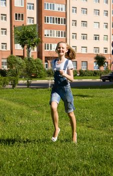 Free Girl Is Running.Summer Joy Stock Photo - 14749050