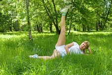 Free Gymnastics At The Green Grass Royalty Free Stock Images - 14749969