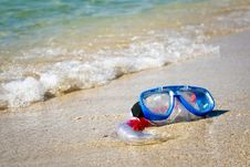 Free Mask And Snorkel Lying On Sand Stock Photo - 14756070