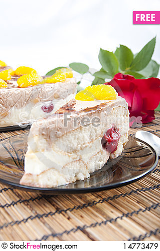 Free Not Baked Cake With Fruits Royalty Free Stock Images - 14773479