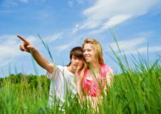 Couple Sit In A Grass Royalty Free Stock Images