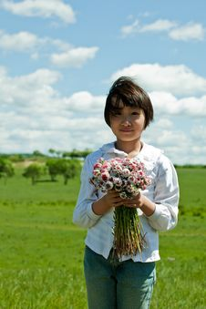 Free Girl Holding Flowers Stock Photography - 14779322