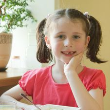 Free Toothless Girl Royalty Free Stock Photography - 14784597