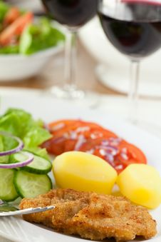 Free Schnitzel With Potatoes And Salad Royalty Free Stock Images - 14784749
