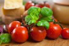 Free Fresh Cherry Tomatoes And Basil Royalty Free Stock Images - 14785189