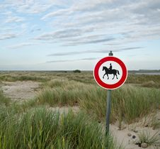 Free Horse Riding Sign At The Coast Royalty Free Stock Photos - 14790068