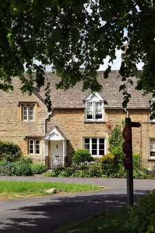 Free Cottages In Cotswolds Village Of Lower Slaughter Royalty Free Stock Photos - 14793498