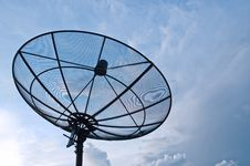Free Satellite Dish & Sky Royalty Free Stock Photo - 14796805