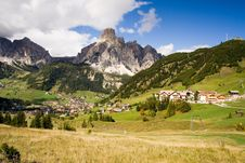 Free Sunny Valley In The Dolomites Royalty Free Stock Image - 1481486