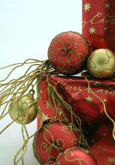Free Christmas Presents Series 1 - Boxes And Ornaments12 Royalty Free Stock Photography - 1483377