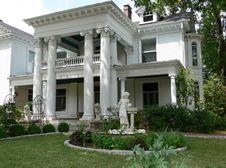 Free White Mansion Royalty Free Stock Photo - 1487475