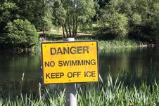 Free No Swimming Warning Sign Royalty Free Stock Photo - 14803625