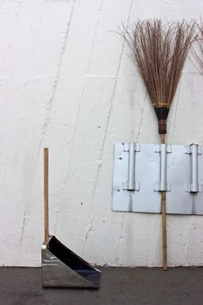 Free Broom And Dustpan Royalty Free Stock Photo - 14805115