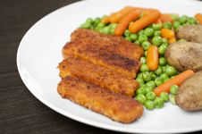 Free Fish Finger Meal With Vegetables Royalty Free Stock Photography - 14805437