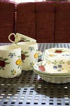 Free Porcelain Jugs And Mugs Royalty Free Stock Images - 14805809