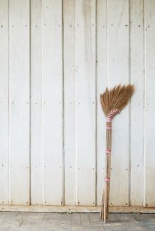 Free Broom Royalty Free Stock Photo - 14807515