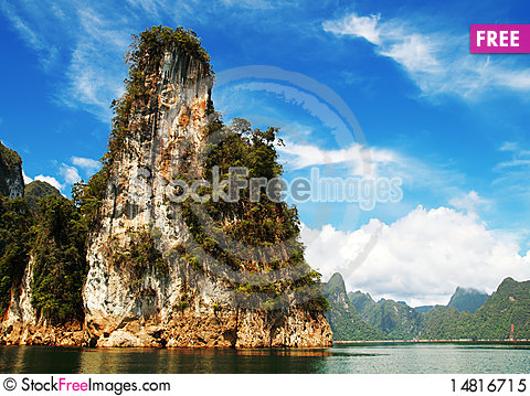 Free High Cliffs On The Tropical Island Royalty Free Stock Photo - 14816715