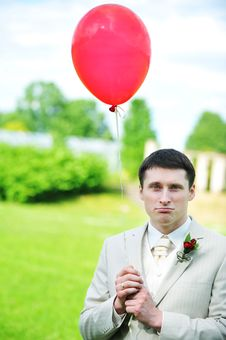 Free Groom  With Balloon Royalty Free Stock Images - 14810619