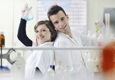 Free Students Couple In Lab Royalty Free Stock Photos - 14810728