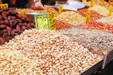 Free Nuts On Market Stand Stock Images - 14833414