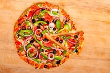 Free Pizza With Vegetables And Pepperoni Royalty Free Stock Photos - 14838848