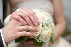 Free Bride And Groom Hands On A Roses Bouquet Royalty Free Stock Photo - 14839225