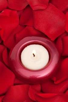 Free Candle And Rose Petals Stock Photography - 14839352