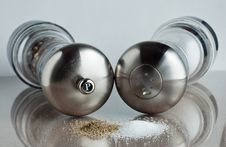 Free Salt And Pepper Shakers Royalty Free Stock Photography - 14839717