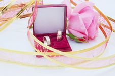 Free Rose And Wedding Rings Stock Photo - 14841680