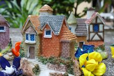 Free Miniature House Royalty Free Stock Images - 14850739